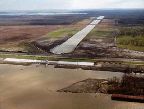 River diversions larger than Davis Pond, above, are the centerpiece of the state's Master Plan for the coast, but new research questions whether the river's water will do harm before its sediments can do good.